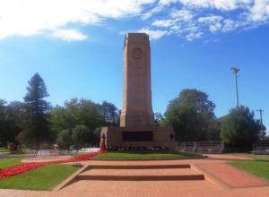 Wreaths at Dubbo War Memorial after 2015 Anzac Day dawn service in area where the flag from the 1915 Coo-ee March would have been draped in 1925 (Photograph: H. Thompson 24/5/2015)