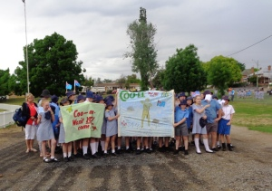 Molong school children with two banners 26/10/2015
