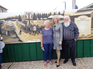 One of the artists with Cr. Maree Statham. Mayor of Lithgow, and Dan Whitty, President of the Wallerawang War Memorial Committee in front of new Coo-ee March mural 2/11/2015